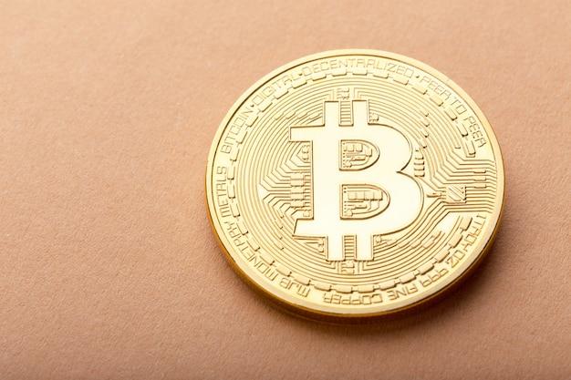Glänzend goldenes bitcoin Premium Fotos