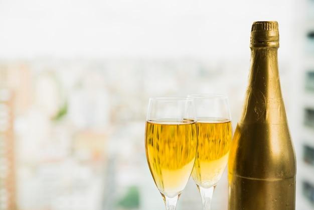 Gläser getränk nahe flasche alkohol Kostenlose Fotos