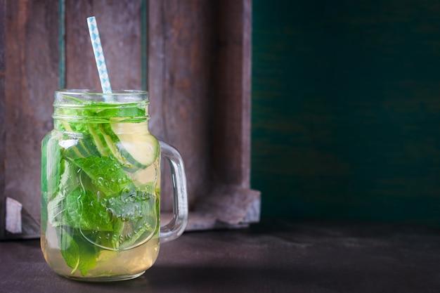 Glas mit Bio-Getränk | Download der kostenlosen Fotos