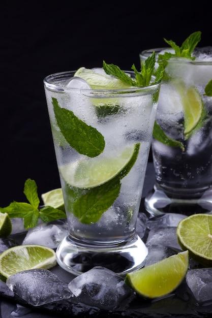 Glas mojito-cocktail Premium Fotos