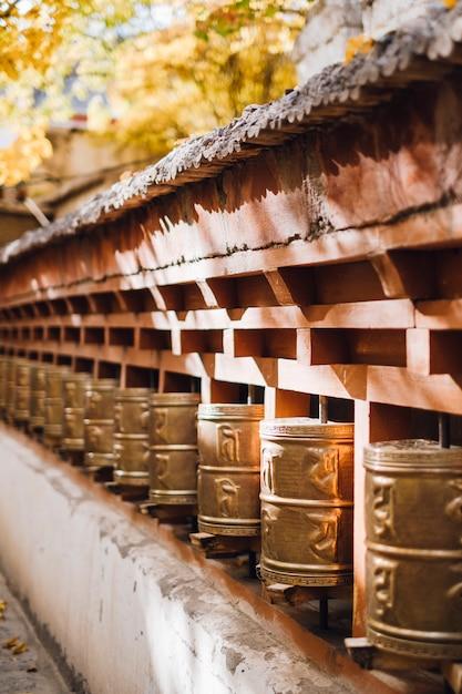 Glocke zum gebet im herbst in leh ladakh, indien Kostenlose Fotos