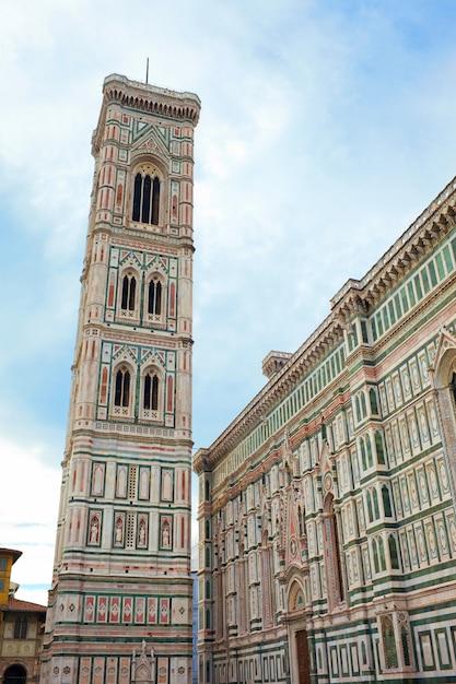Glockenturm der basilikadi santa maria del fior, florenz, italien Premium Fotos