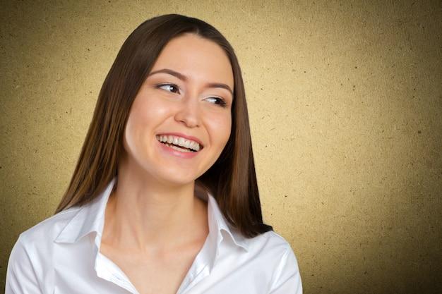 Glückliche erfolgreiche geschäftsfrau Premium Fotos