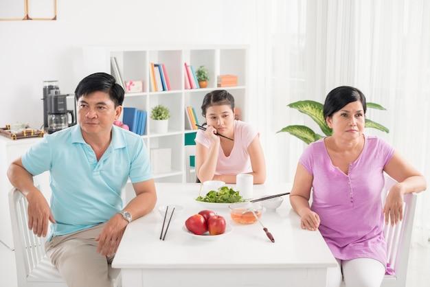 Glückliche familie Premium Fotos