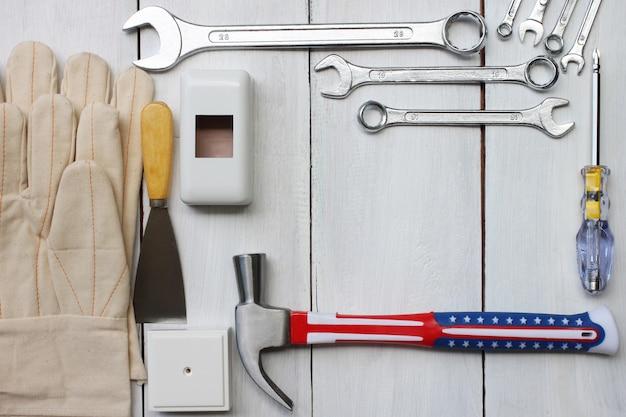 Glücklicher arbeitstag-konzept-werkzeugtechniker vereinigter staaten. Premium Fotos