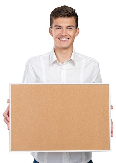 Glücklicher geschäftsmann mit corkboard Premium Fotos