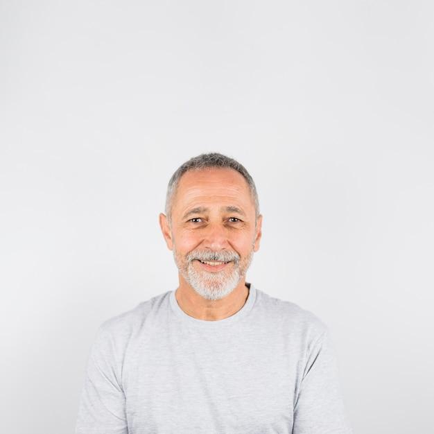 Glückliches fotografieporträt des älteren mannes Kostenlose Fotos