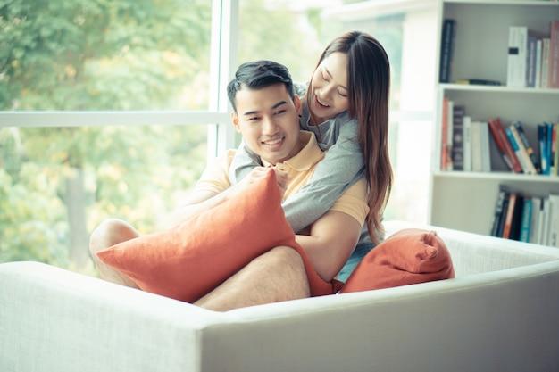 Körperliche Liebe Auf Dem Sofa