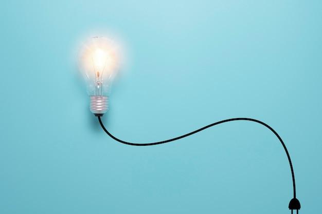 Glühbirne leuchtet mit kabelbaum und stecker der virtuellen illustration. kreativitätsidee und intelligentes denkkonzept. Premium Fotos