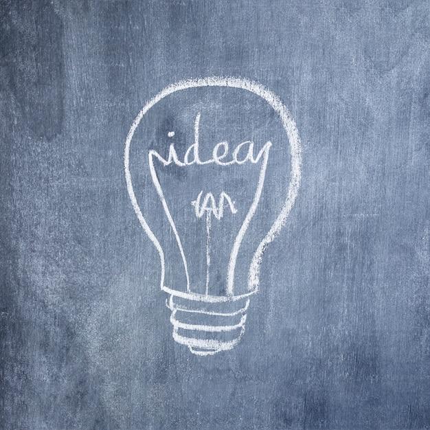 Glühlampe der idee gezeichnet mit kreide auf tafel Kostenlose Fotos