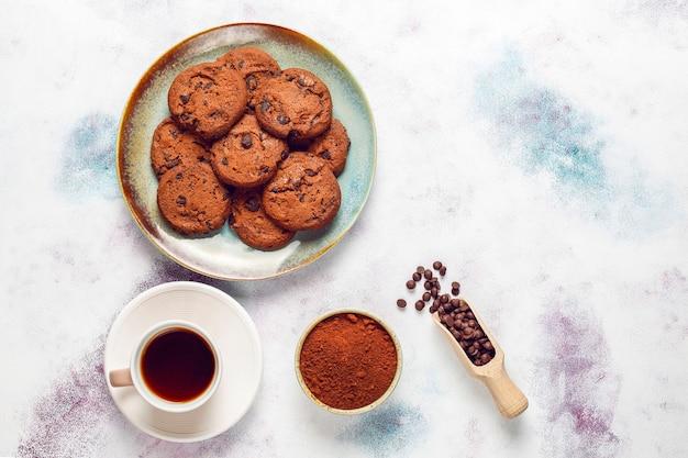 Glutenfreie kekse mit schokoladenstückchen. Kostenlose Fotos