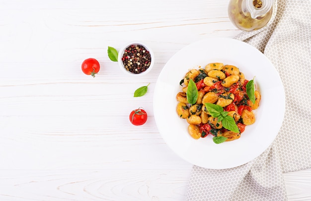 Gnocchi-nudeln im rustikalen stil Premium Fotos