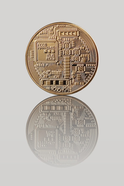 Gold bitcoin. rückseite der münze. reflexion einer münze Premium Fotos