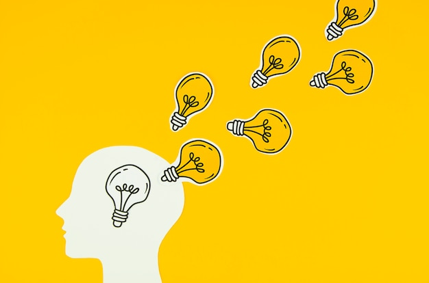 Goldene glühlampe als ideen einer person Premium Fotos