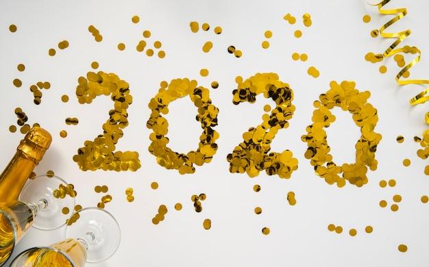 Goldene pailletten mit 2020 ziffern des neuen jahres Kostenlose Fotos