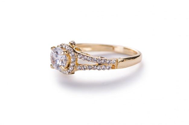 Goldener ring lokalisiert auf weißem hintergrund Premium Fotos