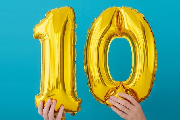 Goldfolie nr. 10 ballon mit zehn feiern Premium Fotos