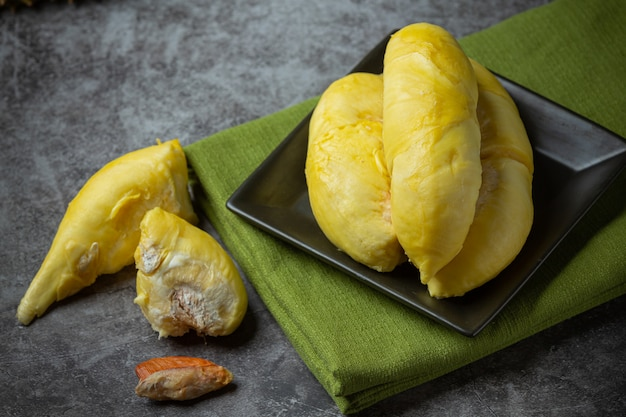 Goldgelbes durianfleisch saisonale frucht thai fruchtkonzept. Kostenlose Fotos