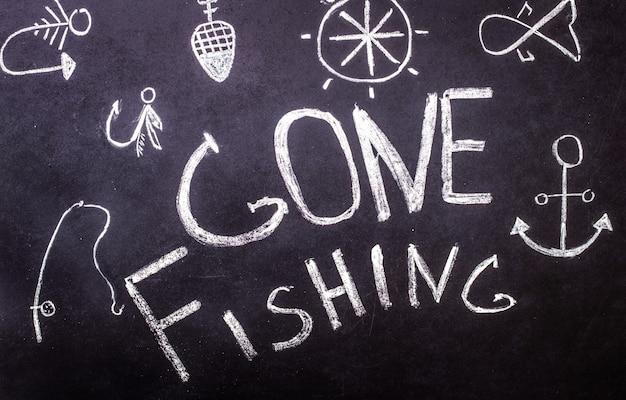 Gone fischen kreide inschrift auf tafel mit marine zeichnungen Kostenlose Fotos