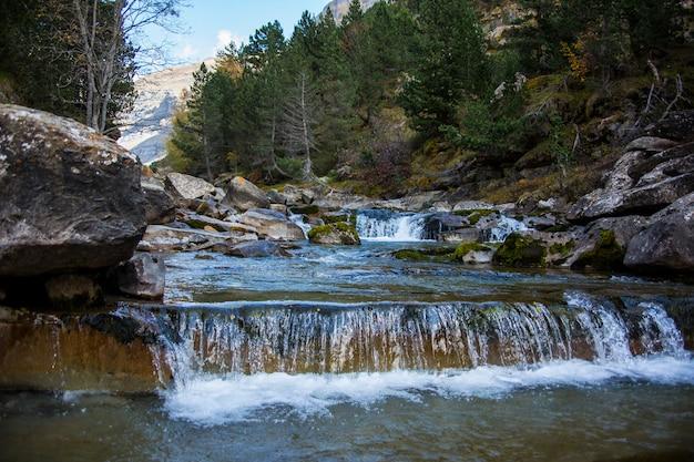Gradas de soaso wasserfälle in ordesa und monte perdido nationalpark, spanien Premium Fotos