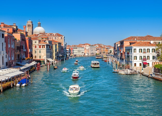 Grand canal in venedig, italien. mittelalterliche europäische architektur Premium Fotos