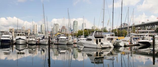 Granville island marina in vancouver bc panorama Premium Fotos