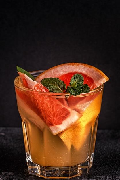 Grapefruit hausgemachte cocktailfrucht infundiert wasser Premium Fotos