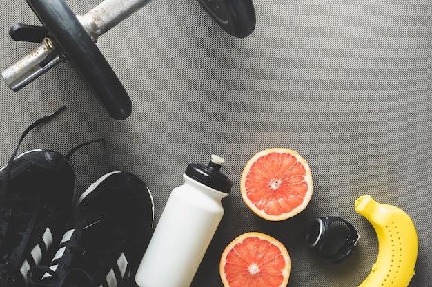 Grapefruit in der nähe von sportbedarf Kostenlose Fotos