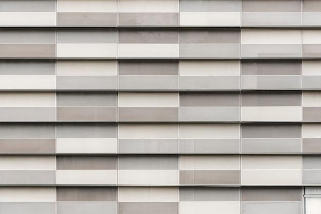 Grauer block verziert auf modernem gebäude. abstrakter beschaffenheitshintergrund. Premium Fotos
