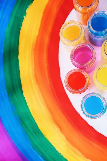 Grelle farbe. homosexuell lgbtq flagge. glück, freiheit und liebeskonzept für gleichgeschlechtliche paare. stolz tag und regenbogen. Premium Fotos