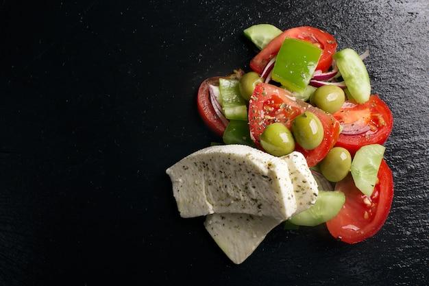 Griechischer salat mit frischem gemüse Premium Fotos