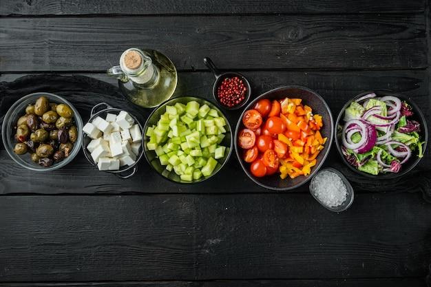 Griechischer salat mit tomaten, pfeffer, oliven und feta Premium Fotos