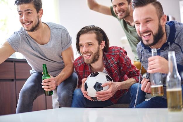 Große emotionen beim fußballspielen Kostenlose Fotos