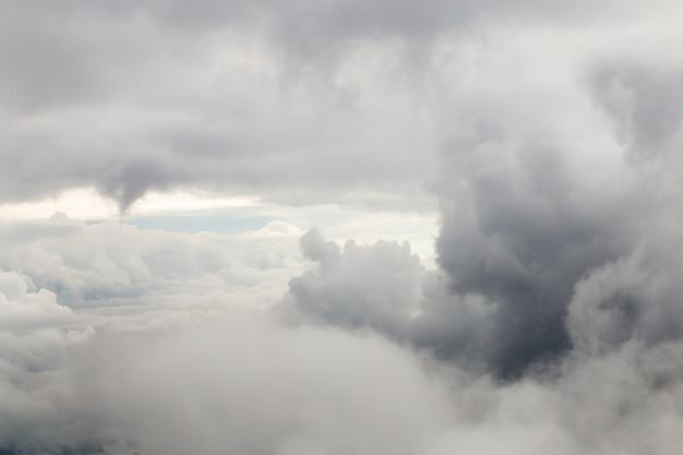 Große graue wolken der nahaufnahme. Kostenlose Fotos