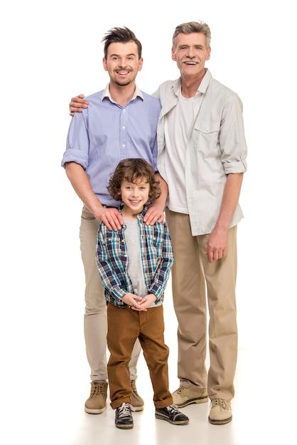 Großvater, vater und sohn, die kamera betrachten. Premium Fotos