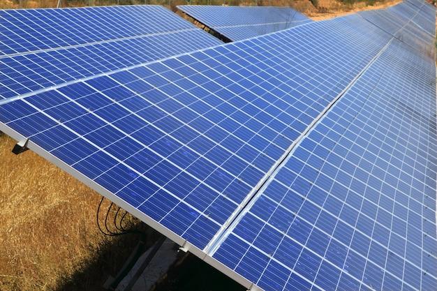 Grüne energieökologie der elektrischen solarplatten Premium Fotos