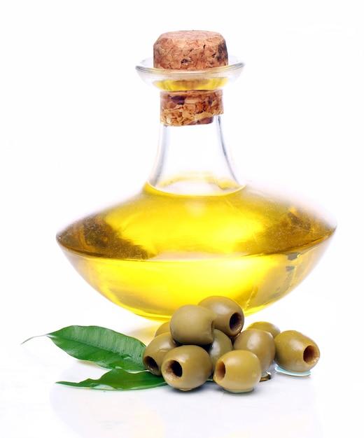 Grüne oliven in öl Kostenlose Fotos