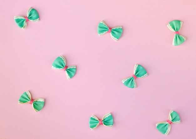 Grüne und rosa schleifen Premium Fotos