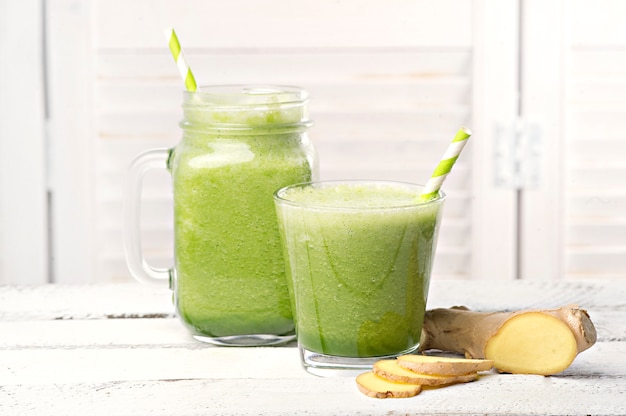 Grüner detox-smoothie. smoothie-rezepte für einen schnellen gewichtsverlust Kostenlose Fotos