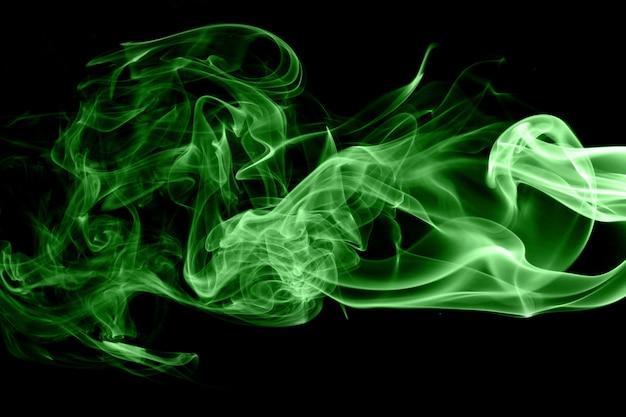 Grüner rauch auf schwarzem hintergrund Premium Fotos