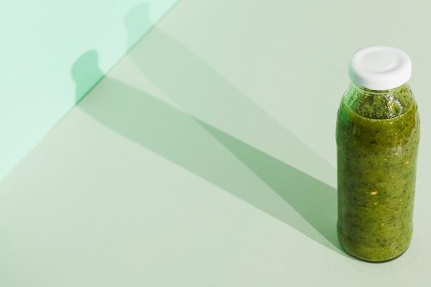 Grüner smoothie in der flasche Kostenlose Fotos