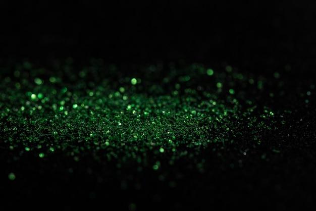 Grünes bokeh vom karborundum auf schwarzem hintergrund Premium Fotos