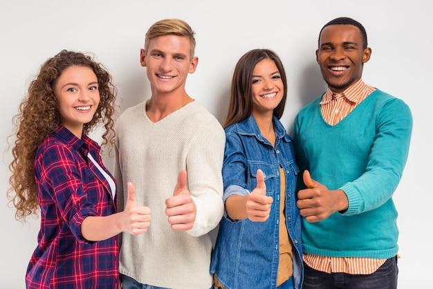 Gruppe junger leute, studenten Premium Fotos
