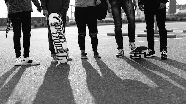 Gruppe lebensstil der schulfreunde draußen Kostenlose Fotos