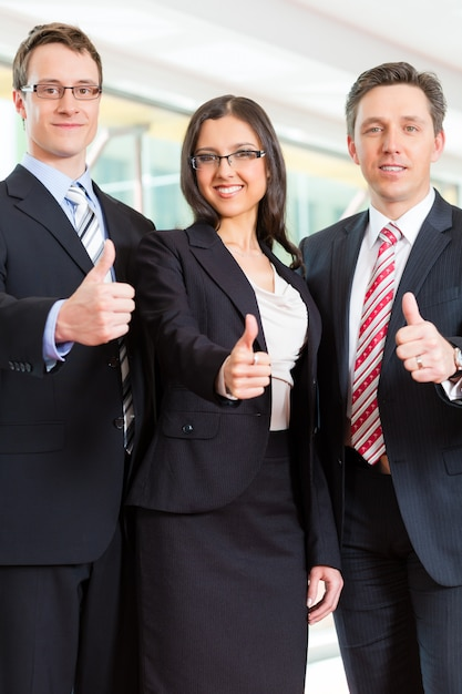 Gruppe von geschäftsleuten im büro Premium Fotos