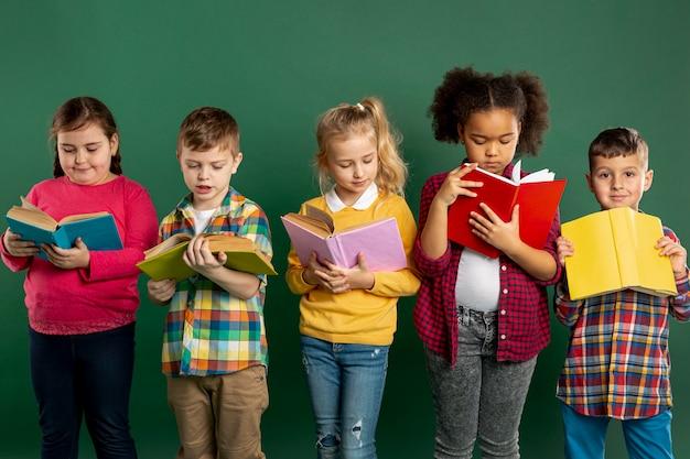 Gruppe von kindern vorlesungszeit Kostenlose Fotos
