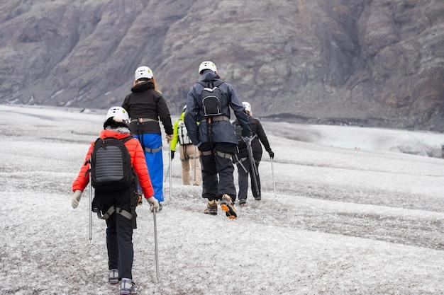 Gruppentour, gletscherwanderung auf dem gletscher Premium Fotos