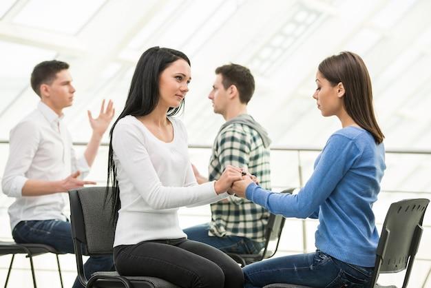 Gruppenunterstützung und diskussion in kleinen gruppen. Premium Fotos