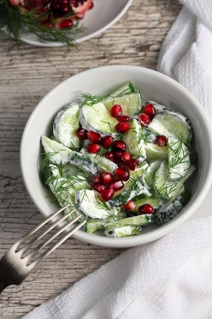 Gurken-granatapfel-salat Premium Fotos