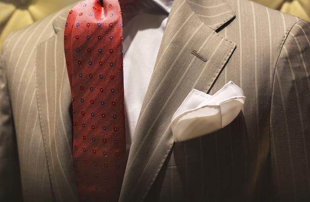 Gut gekleideter mann Premium Fotos